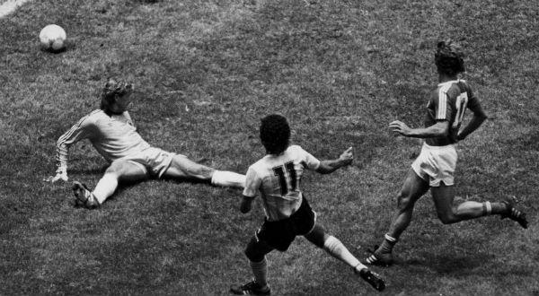 Valdano contre l'Allemagne en 1986
